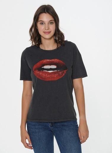 Loves You Dudak Baskılı Yıkamalı T-Shirt Antrasit
